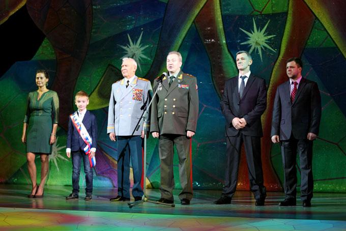 Ситилинк поддержал елку в Кремле