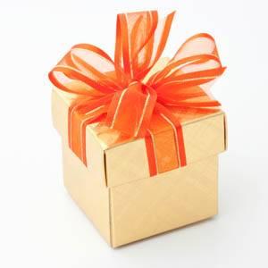 Упаковка подарков в магазине на Амурской